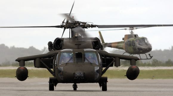 "Sraigtasparnis ""Black hawk"" kyla į dingusio lėktuvo paiešką."