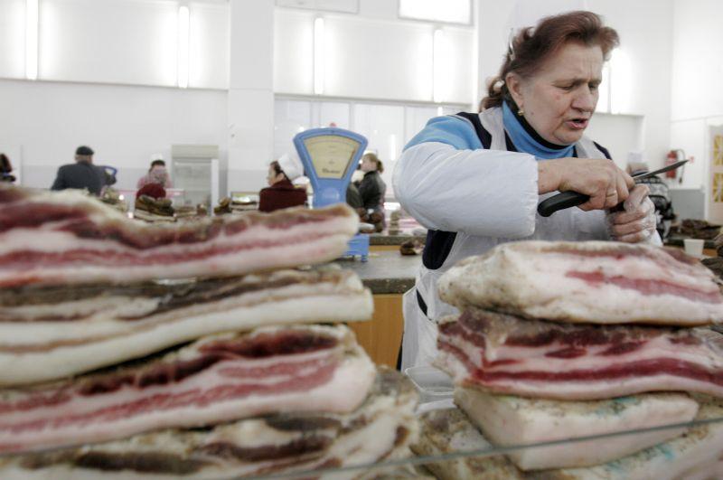 Lietuviškos mėsos parduotuvėse ir turguose turėtų mažėti.