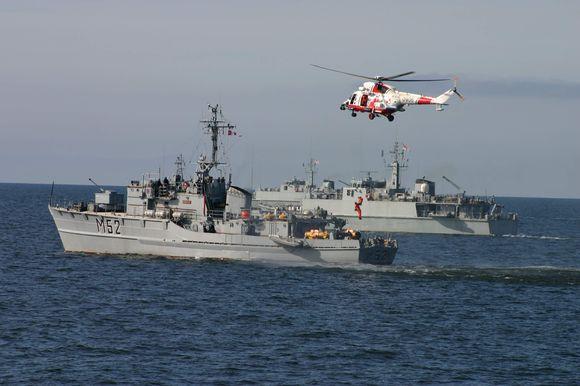 """Lietuvos karo laivas dalyvauja didžiausiose šiais metais karinėse pratybose Baltijos jūroje """"Baltops 09"""" ."""