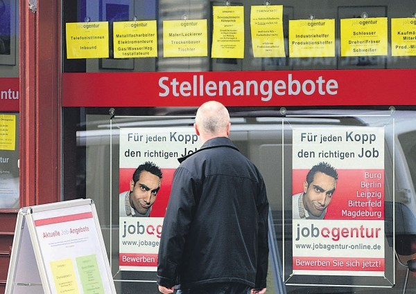 Rytų Vokietijoje daug žmonių ieško darbo.
