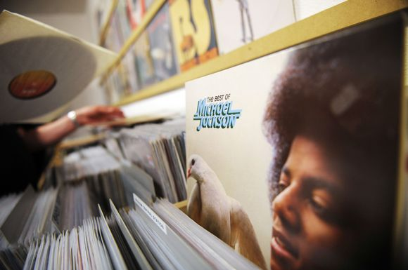 Michaelo Jacksono plokštelės muzikos prekių parduotuvėje Berlyne