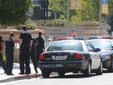 AFP/Scanpix nuotr./Los Andželo policija saugo įėjimus į ligoninę.