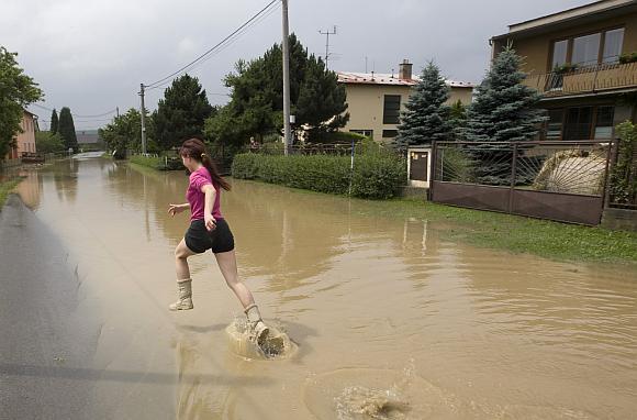 Jesenike potvynis apsėmė gatves.