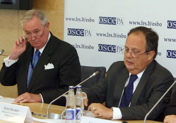 ESBO PA generalinis sekretorius Spenceris Oliveris (kairėje) ir ESBO PA prezidentas Joao Soaresas.