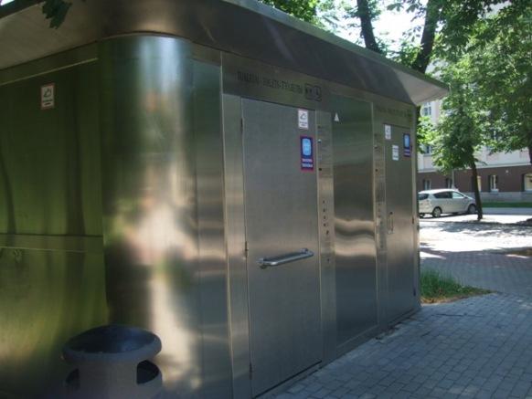 Konteinerio tipo tualetai kol kas labiau vilioja vagišius, nei reikalo prispirtus lankytojus.