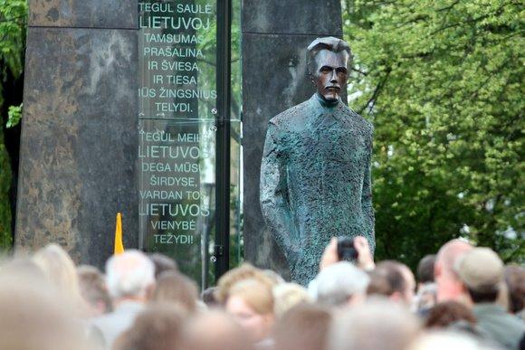 Atidengtas paminklas V.Kudirkai
