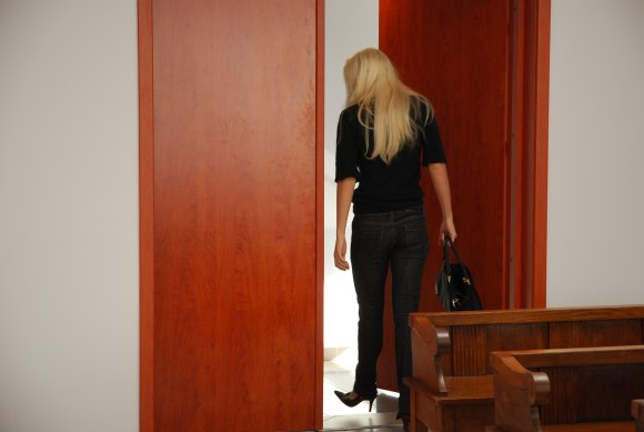 V.Kisieliūtė pabėgo iš salės, tad teisėjui teko jos laukti.