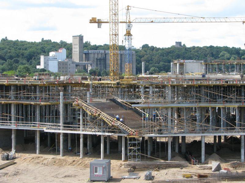 Šie vaizdai privertė kauniečius nerimauti, kad įgriuvo arenos II aukšto perdanga. Iš tiesų čia montuojami laiptai.