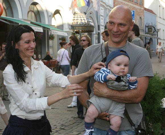 Kristina Ivančenko ir Giedrius Klimkevičius su sūnumi Mykolu Vėju