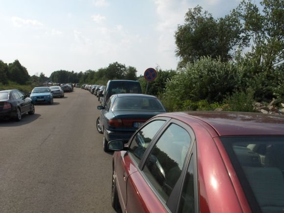 15min.lt skaitytojo Roko B. nuotr./Fotopolicija. Automobilių statymo ypatumai Monciakėse.