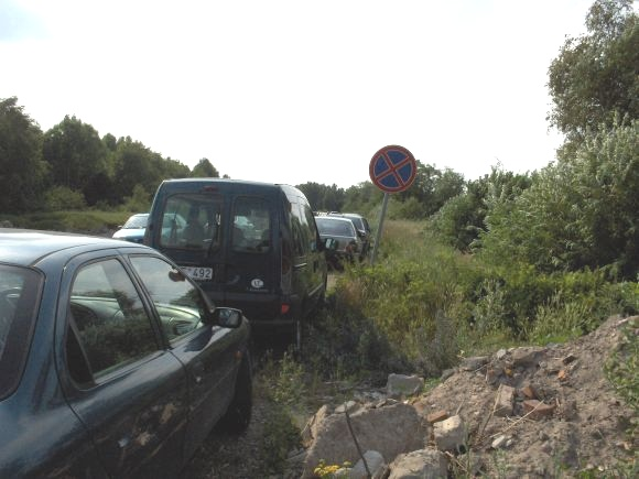 Fotopolicija. Automobilių statymo ypatumai Monciškėse.