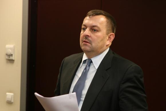 Meras V.Navickas siūlo savivaldybės tarnautojams iki metų pabaigos bent 6 dienoms išeiti nemokamų atostogų.
