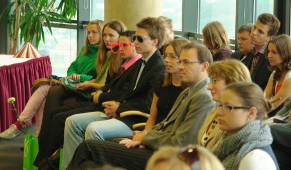 Visoje Lietuvoje SEB bankas ketina apdovanoti 51 sėkmingiausiai pasirodžiusį abiturientą.