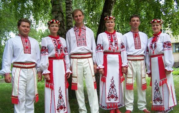 Klaipėdoje vėl marguos įvairių tautinių kostiumų raštai.