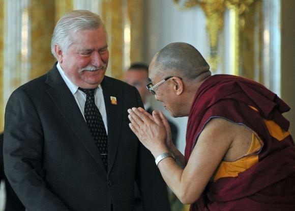 AFP/Scanpix nuotr./Dalai Lama ir Lechas Walesa