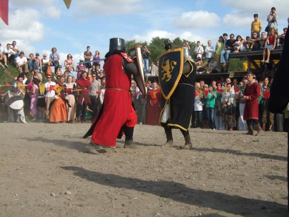 Klaipėdos Piliavietėje skambėjo riterių kalavijai.