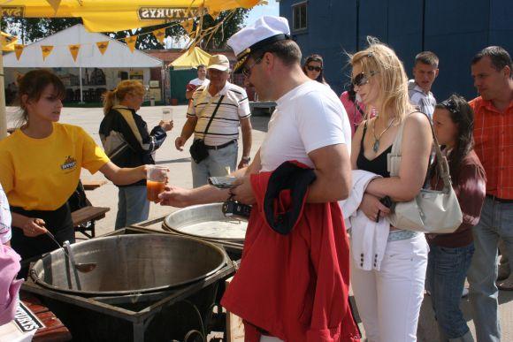 Alaus sriubos kaina simboliška - vienas litas.