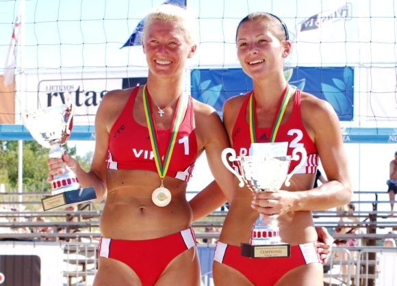 Lietuvos moterų paplūdimio čempionių vardus iškovojo Diana Šuopytė ir Vika Daškevičiūtė