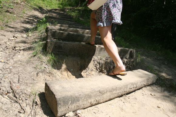 Kopimas į Bekešo, Stalo ar Trijų kryžių kalnus išlūžusiais laiptais – lyg estafetė su kliūtimis.