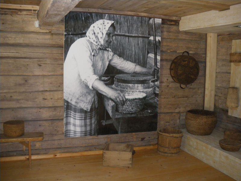 Linų urmininko namo viduje galima susipažinti su įvairiu metu Lietuvoje naudotais svorio matais.