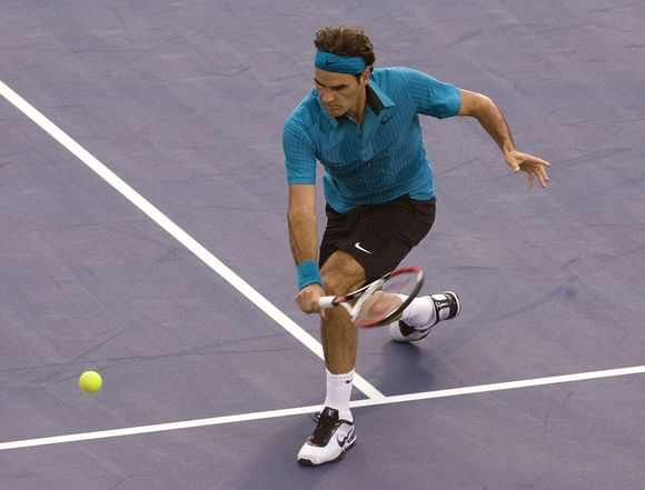 R.Federeris nesunkiai susitvarkė su varžovu kanadiečiu.