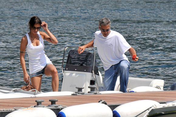 Populiari Italijos televizijos žvaigždė ir manekenė E.Canalis ir aktorius G.Clooney.