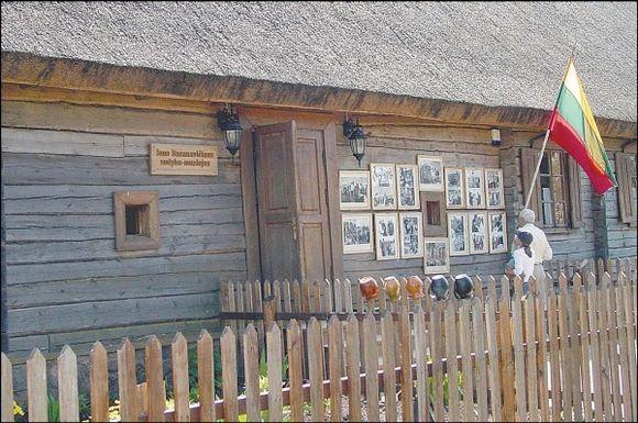 J.Basanavičiaus sodyba-muziejus Ožkabaliuose kasmet pritraukia vis daugiau lankytojų, jo likimas pakibo ant plauko.