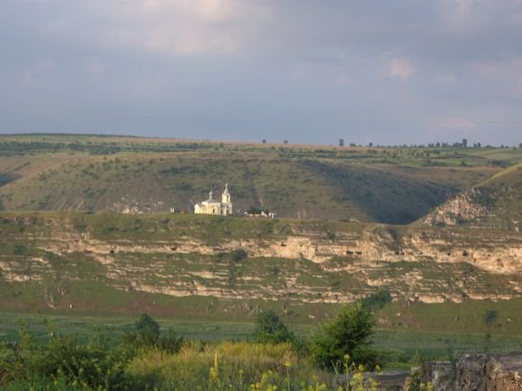 15min.lt skaitytojos Danguolės Imbrasaitės nuotr./Senasis Orchėjus  už cerkvės dauboje įsikūręs kaimas.