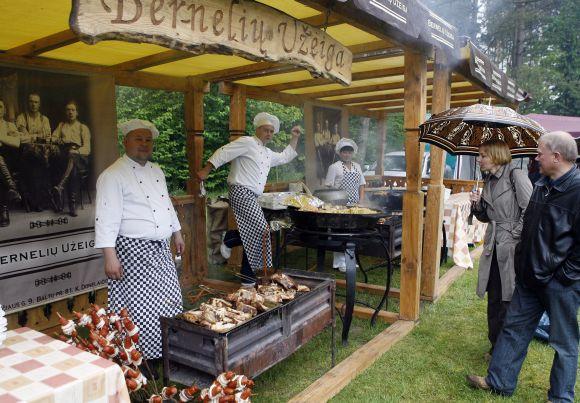 """Lietuviškais patiekalais garsėjantis restoranas """"Bernelių užeiga"""" sudomino vagis."""