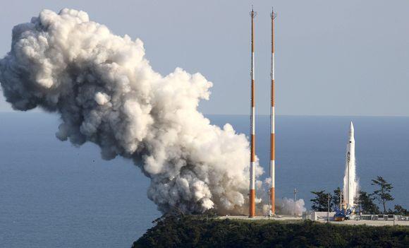Pietų Korėja paleido pirmąją raketą