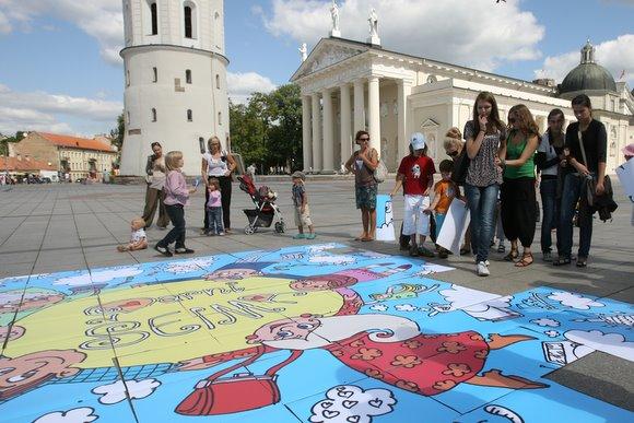 Šeimos antradienį Katedros aikštėje dėliojo mozaiką.