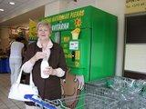 Aurelijos Kripaitės nuotr./Klaipėdiečiai vieni pirmųjų Lietuvoje gali nusipirkti šviežio pieno iš specialaus aparato.