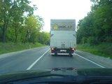 Danieliaus G./15min.lt skaitytojo nuotr./Reklamai išnaudojamas sunkvežimis šeštadienį užfiksuotas kelyje Vilnius - Rudamina.