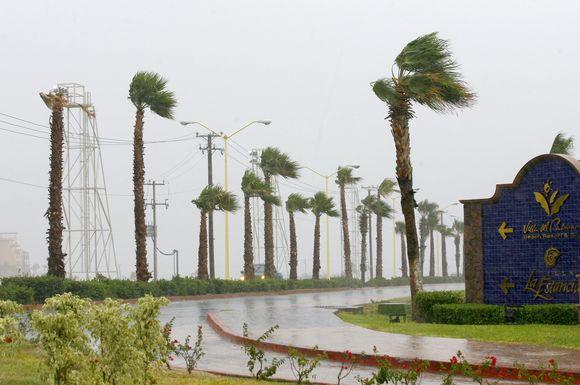 """Uragana """"Jimena"""" gąsdina ir turistus, ir vietinius žmones"""