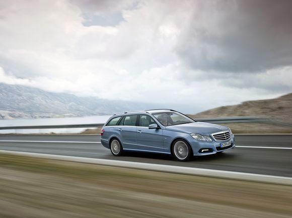 Charizmatiškas, pažangus ir šiuolaikiškas naujasis Mercedes-Benz E-klasės universalas
