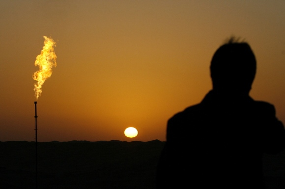 AFP/Scanpix nuotr./Naftos saulėlydis.