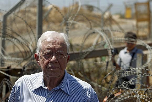 Jimmy Carteris apžiūrėjo Izraelį ir palestiniečių teritorijas skiriančias sienas