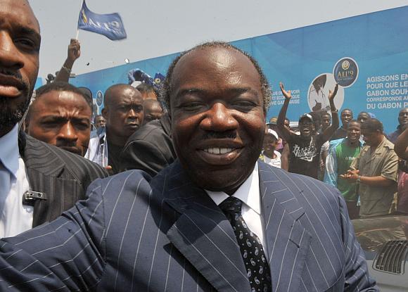Ali Bongo prezidento poste pakeitė savo mirusį tėvą.