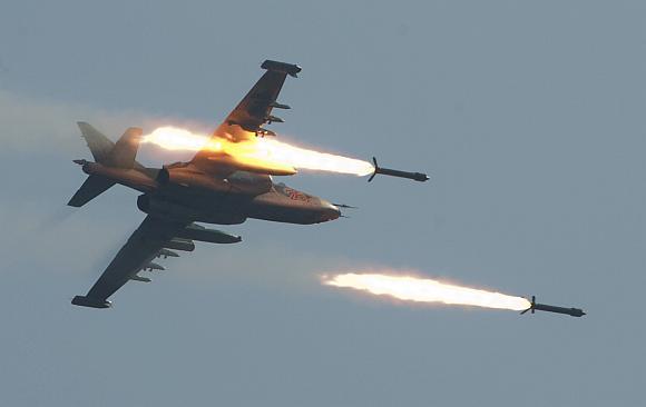 """Rusijos naikintuvas """"Su-25"""" pratybose Baltarusijoje"""