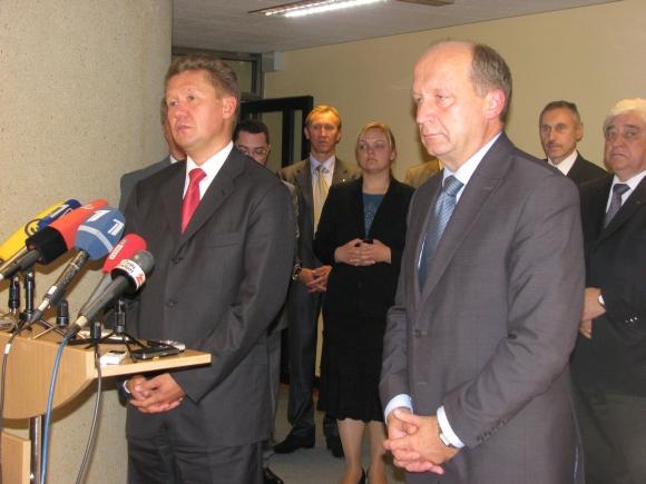 """Rusijos koncerno """"Gazprom"""" valdybos pirmininkas Aleksejus Mileris ir Lietuvos premjeras Andrius Kubilius."""