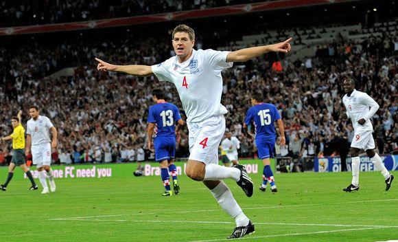 Du įvarčius įspūdingą pergalę iškovojusiems anglams pelnė Stevenas Gerrardas (18 ir 66 min.)
