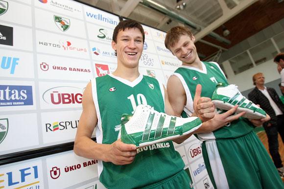 """Didžiausio Europos sporto avalynės gamintojo """"Adidas"""" atstovai Baltijos šalyse ir ŪBIG valdomas Kauno """"Žalgirio"""" klubas pasirašė bendradarbiavimo sutartį, pagal kurią žalgiriečiai visą sezoną galės rinktis jiems patinkančią naujausių modelių sportinę avalynę"""