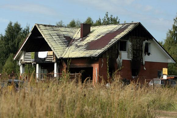 Gaisro nuniokotas namas.