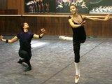 """Juliaus Kalinsko/""""15 minučių"""" nuotr./LNOBT šokėjai repetuoja baletą """"Silfidė"""", kuris bus rodomas rugsėjo 26 d."""