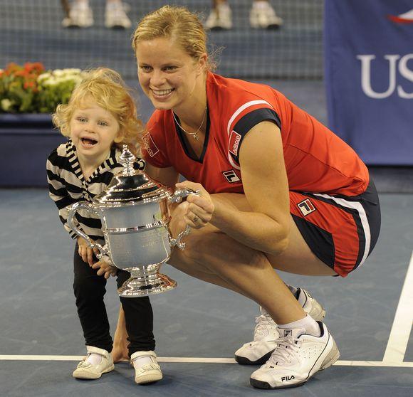 Po 27 mėnesių motinystės atostogų į teniso kortus sugrįžusi K.Clijsters pasakiška pergale atvirajame JAV teniso čempionate džiaugėsi kartu su dukra Jada