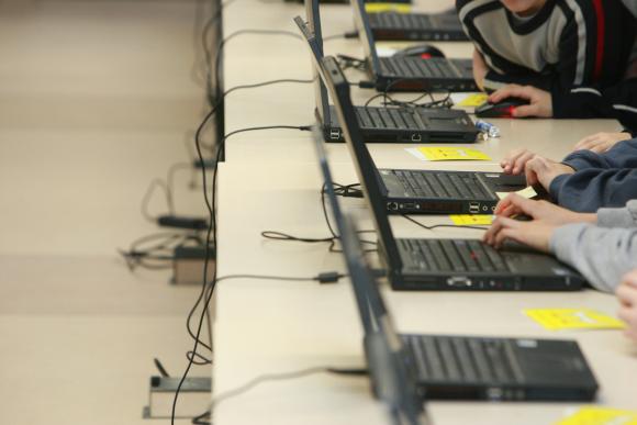 Itin dažni skundai dėl kompiuterių ir kitų elektronikos prekių, kurios buvo įsigytos iš veiklą jau sustabdžiusio prekybos tinklo.
