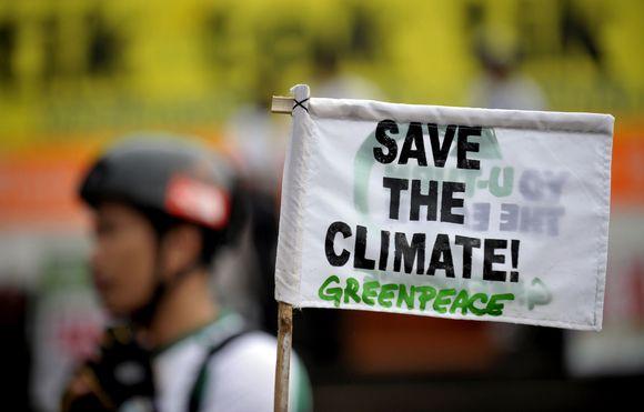 Visame pasaulyje aktyvistai rengia protestus, per kuriuos ragina pasaulio vadovus stabdyti klimato kaitą.