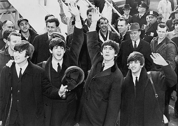 """""""The Beatles"""": Johnas Lennonas, Paulas McCartney, George'as Harrisonas ir Ringo Starras"""