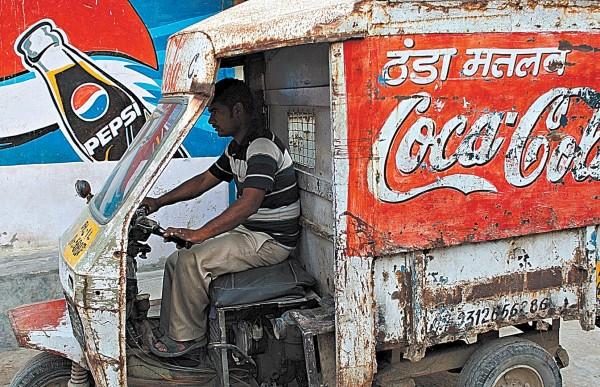 """Coca-Cola"""" išlieka garsiausias ir brangiausias pasaulyje prekių ženklas."""