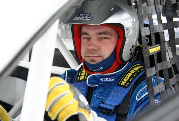 Automobilių kroso atstovas P.Pleskovas pretenduoja tapti metų lenktynininku